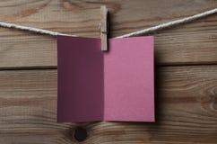 Plum Greetings Card Pegged a amarrar no fundo de madeira fotos de stock royalty free