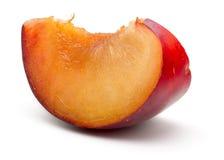 Plum Slice vermelha fresca Fotos de Stock Royalty Free