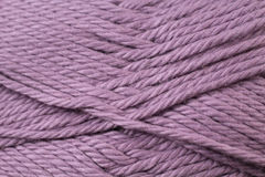 Plum Yarn Texture Close Up Images libres de droits