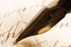 Pluma antigua de la carta y de la tinta Fotografía de archivo