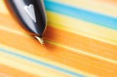 Pluma con macro del papel de nota Foto de archivo libre de regalías