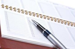 Pluma con un cuaderno Imagen de archivo libre de regalías