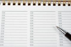 Pluma con un cuaderno Imagen de archivo