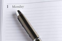 Pluma de Îœetal en un calendario Imagen de archivo libre de regalías