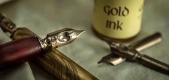 Pluma de la caligrafía Fotos de archivo libres de regalías