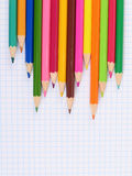 Pluma del color en el papel con el cuaderno Foto de archivo libre de regalías