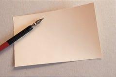 Pluma del papel y de la tinta fotos de archivo libres de regalías