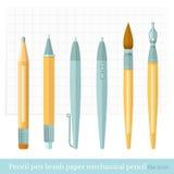 Pluma determinada del diseñador plano, cepillo, lápiz, lápiz mecánico, pluma de la tinta, papel, hoja en una jaula Imagenes de archivo