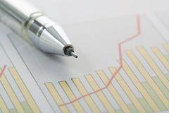 Pluma en gráfico foto de archivo libre de regalías