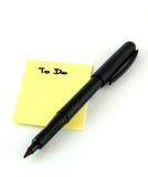 Pluma Felt-tip encima de notas de un recordatorio Fotografía de archivo