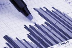 Pluma que muestra el diagrama Fotografía de archivo libre de regalías