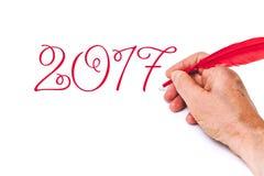 Pluma roja de 2017 de la mano números de la escritura en el fondo blanco Imagen de archivo