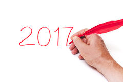 Pluma roja de 2017 de la mano números de la escritura en el fondo blanco Foto de archivo