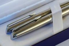 Pluma y bolígrafo Fotografía de archivo libre de regalías