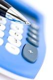 Pluma y calculadora Imagenes de archivo