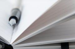 Pluma y cuaderno fotografía de archivo