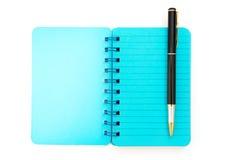 Pluma y cuaderno azul Imágenes de archivo libres de regalías