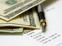 Pluma y dinero Imagen de archivo