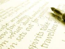 Pluma y escritura de la caligrafía Imagen de archivo