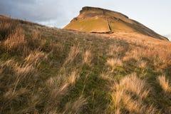 Pluma-y-Gante en luz del sol inferior en los valles de Yorkshire Fotos de archivo libres de regalías