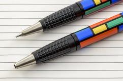 Pluma y lápiz coloreados enrrollados 02 Imagen de archivo libre de regalías