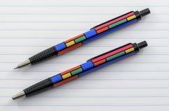 Pluma y lápiz coloreados enrrollados 01 Fotografía de archivo libre de regalías