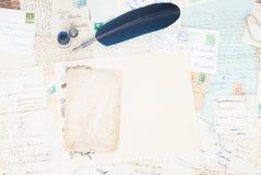 Pluma y letras de la pluma Imagenes de archivo