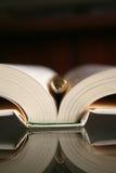 Pluma y libro Imagenes de archivo