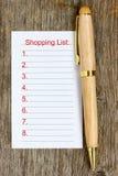 Pluma y lista de compras Imagen de archivo