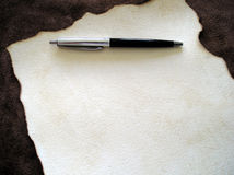 Pluma y papel 1 Foto de archivo libre de regalías