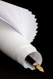 Pluma y papel Imágenes de archivo libres de regalías