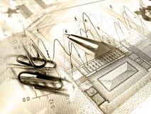 Pluma y papel-clipses contra el gráfico (sepia) foto de archivo libre de regalías