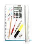 Plumas de la regla de la calculadora del cuaderno Fotos de archivo