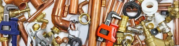 Plumber& x27; insegna del sito Web dei tubi, dei montaggi e delle chiavi di s Immagine Stock