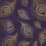 Plume de paon à l'arrière-plan violet Photo libre de droits