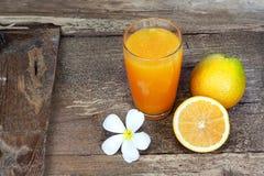 Plumeria και πορτοκαλιά φρούτα Στοκ Εικόνες
