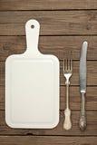 Plundrat bräde, gammal gaffel och kniv Royaltyfria Foton