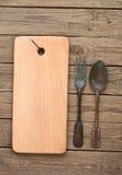 Plundrat bräde och gamla gafflar Arkivbild