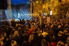 Plus de 60 mille personnes tiennent un rassemblement anti-gouvernement à Bratislava, Slovaquie le 16 mars 2018 Images stock