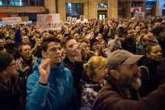 Plus de 60 mille personnes tiennent un rassemblement anti-gouvernement à Bratislava, Slovaquie le 16 mars 2018 Image stock