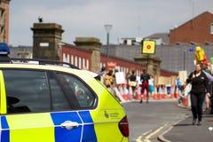 Plus de police arrivant à l'anti-Fracking protestation en Preston Photos stock