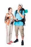 plus de touristes perplexes perdus avec des sacs à dos et carte sur un blanc Photographie stock libre de droits
