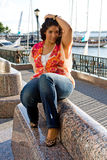 plus sittande formatkvinna royaltyfri foto