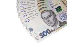 Plusieurs billets de banque du hryvnia cinq cents ukrainien du nouvel échantillon sur le fond blanc