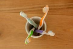 Plusieurs brosses à dents d'en haut Photo stock