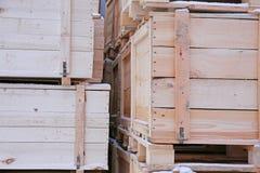 Plusieurs caisses en bois Image stock