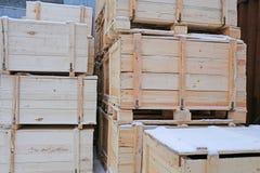 Plusieurs caisses en bois Photos libres de droits