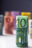 Plusieurs centaines d'euro billets de banque empilés par valeur Euro concept d'argent Billets de banque d'euro de Rolls Euro devi Photo stock