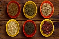 Plusieurs conteneurs de thé images libres de droits