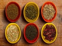 Plusieurs conteneurs de thé photo stock